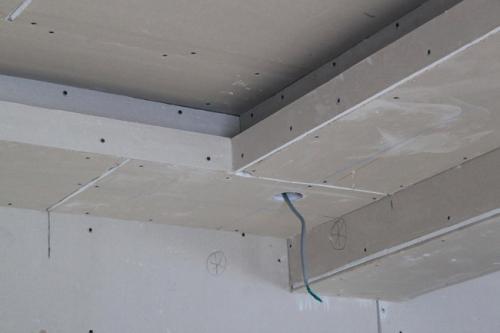 Чем отделать потолок из гипсокартона. Готовим поверхность