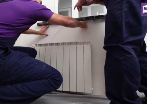 Батареи в стенах, как клеить обои. Как легко поклеить обои за радиаторами