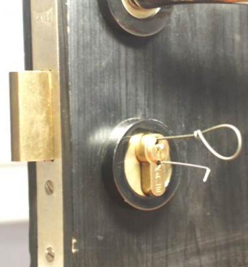 Как открыть пластиковую дверь если потерял ключ. Как открыть входную дверь без ключа: если возникла необходимость