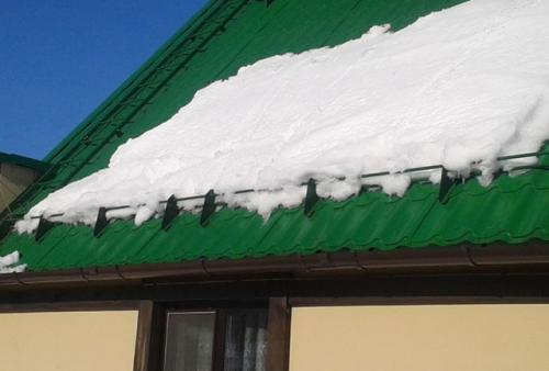 Как сделать самому снегозадержание на крыше. Как самому сделать снегозадержатели на крышу